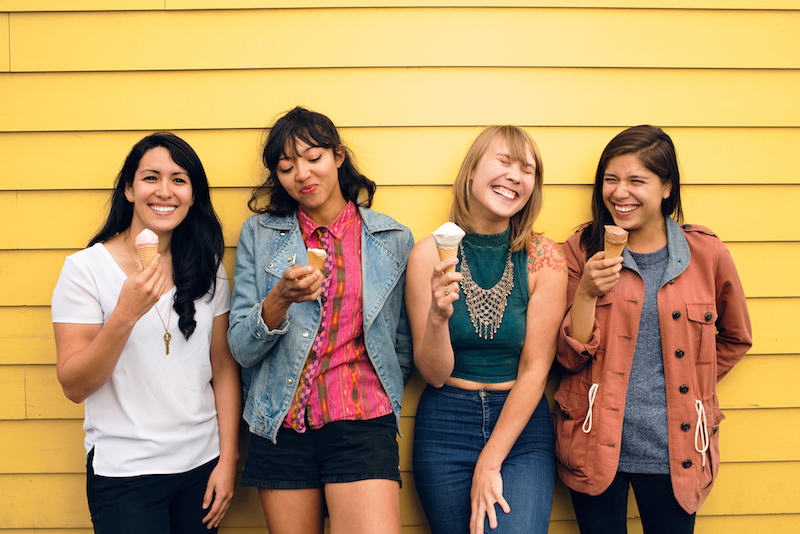 LA LUZ on chain fest